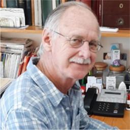 Photo of Dr. Desmond Benkenstein